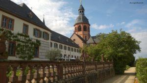 Seligenstadt - Blick auf die Einhardbasilika und das Kloster